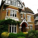 Ealing English School for Adults with Family Stay for Students