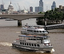 Boats trips on Thames during intensive English study in London
