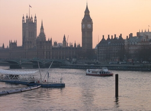 Learn English in London, see Big Ben, Thames and other London attractions with our English language programmes for adults
